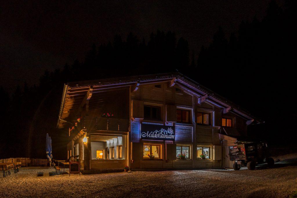 Milderaunalm Rodelbahn Winter Rodeln Wandern Sommer Stubaital Stubai Neustift Tirol